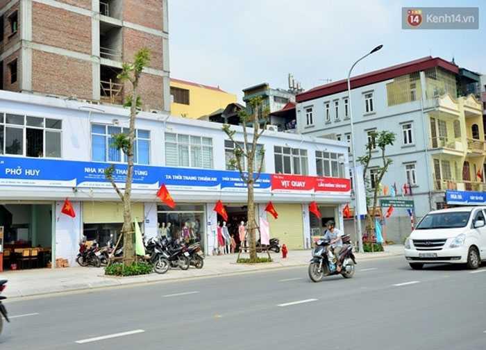 Những tấm biển giống hệt nhau trên đường Lê Trọng Tấn, Hà Nội.