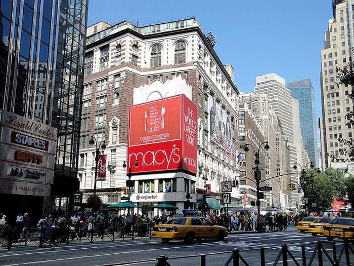 Ở các thành phố khác của Mỹ, những tấm biển quảng cáo cũng vô cùng bắt mắt.