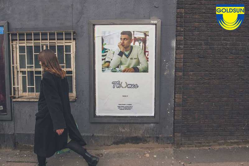 Biển quảng cáo ngoài trời treo hông tường