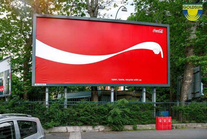 Biển quảng cáo thương hiệu coca cola