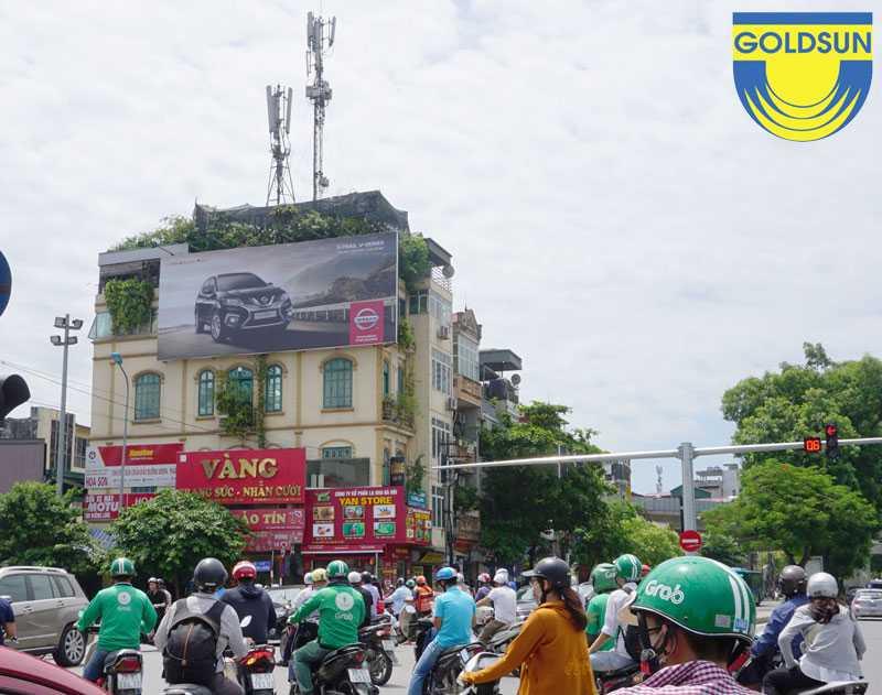 Biển quảng cáo hông tường tại nút giao thông
