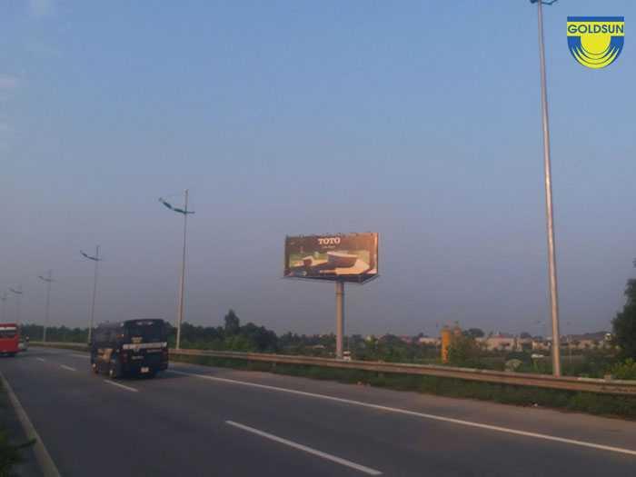 Biển quảng cáo ngoài trời trên cao tốc miền Trung