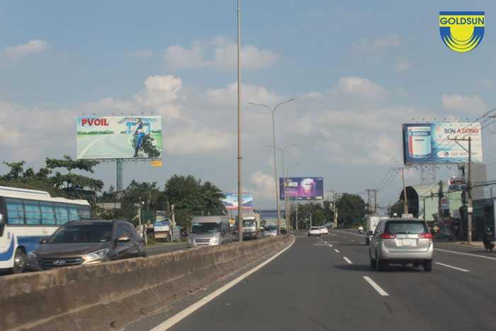 Biển quảng cáo của PVOIL trên Quốc lộ 51