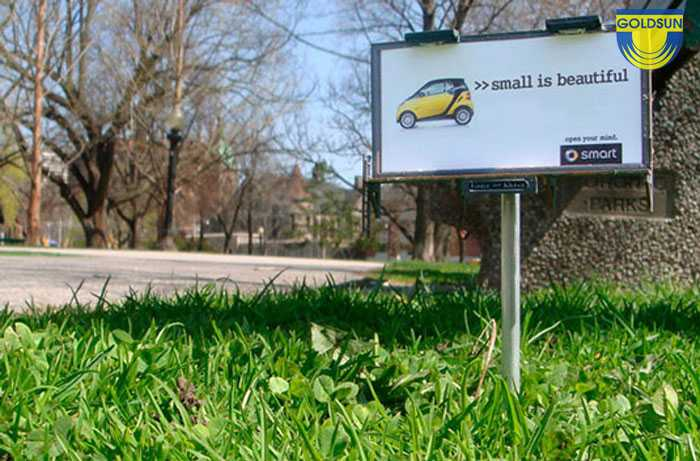 Biển quảng cáo ngoài trời với thông điệp nhỏ gọn