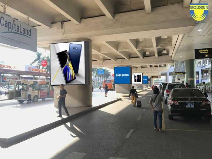 8 màn hình quảng cáo LED tại chân cầu Cạn - Sân bay quốc tế Nội Bài.