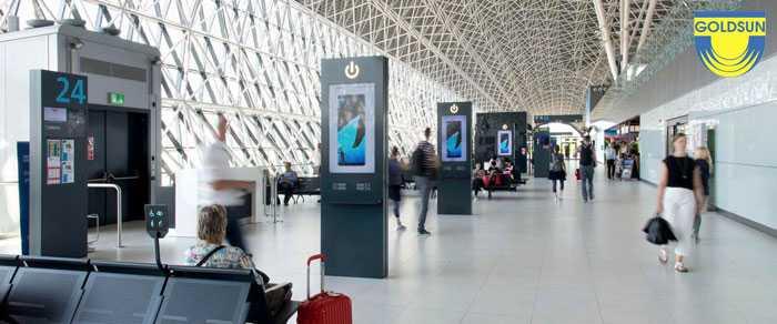 Mẫu quảng cáo trên sạc pin điện thoại tại sân bay