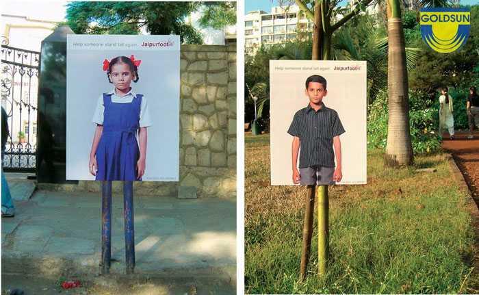 """Biển quảng cáo của Jaipurfoot với thông điệp """"Help someone stand tall again"""""""