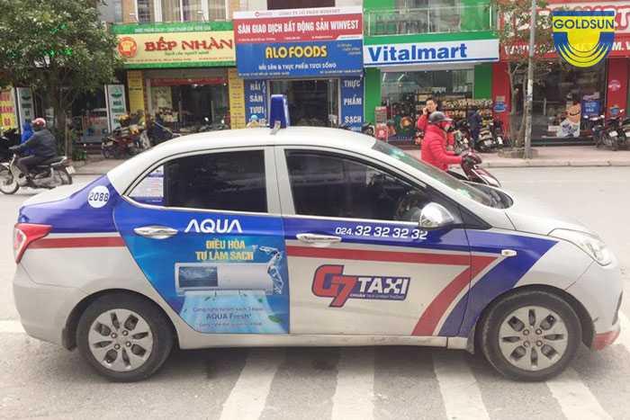 Quảng cáo cửa sau của xe taxi