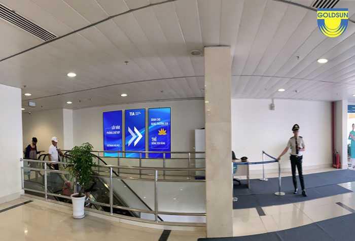 Màn hình quảng cáo tại khu vực hạn chế, cách ly ga đi quốc nội gần phòng chờ VIP - Sân bay Tân Sơn Nhất