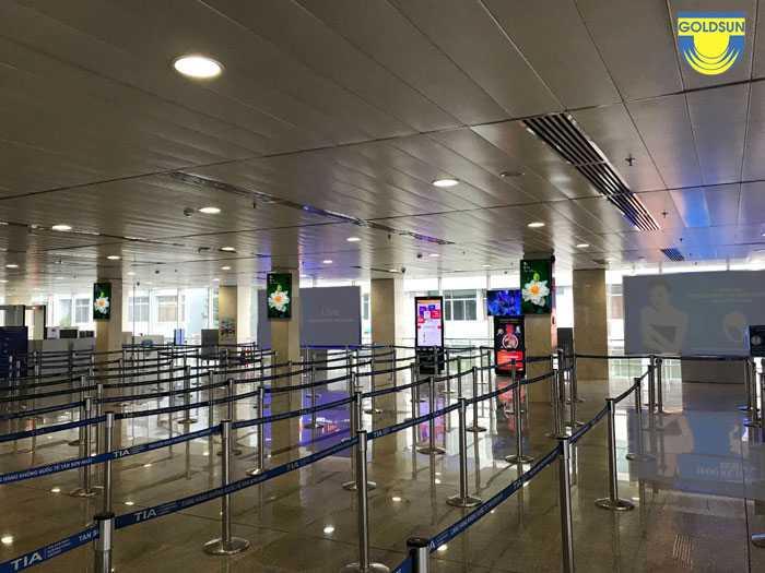 Màn hình quảng cáo LCD tại khu vực ga đi quốc nội - Sân bay Tân Sơn Nhất