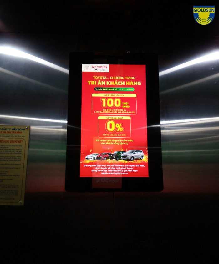 Quảng cáo màn hình led trong thang máy với màu sắc nổi bật