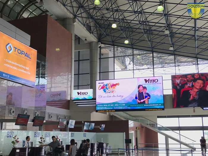 Biển quảng cáo của tập đoàn Vitto và Hoàn Mỹ