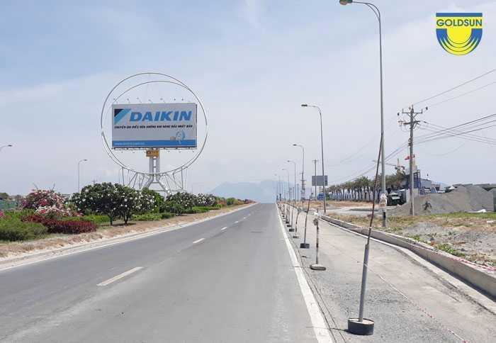 Biển quảng cáo tấ lớn trên đường cao tốc của Goldsun
