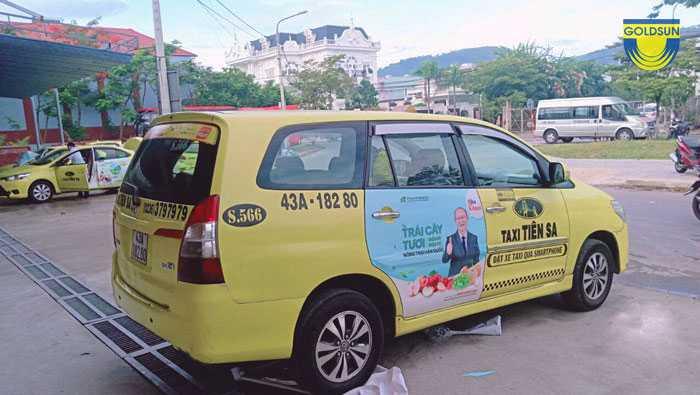 Quảng cáo trên xe taxi tiên sa 7 chỗ