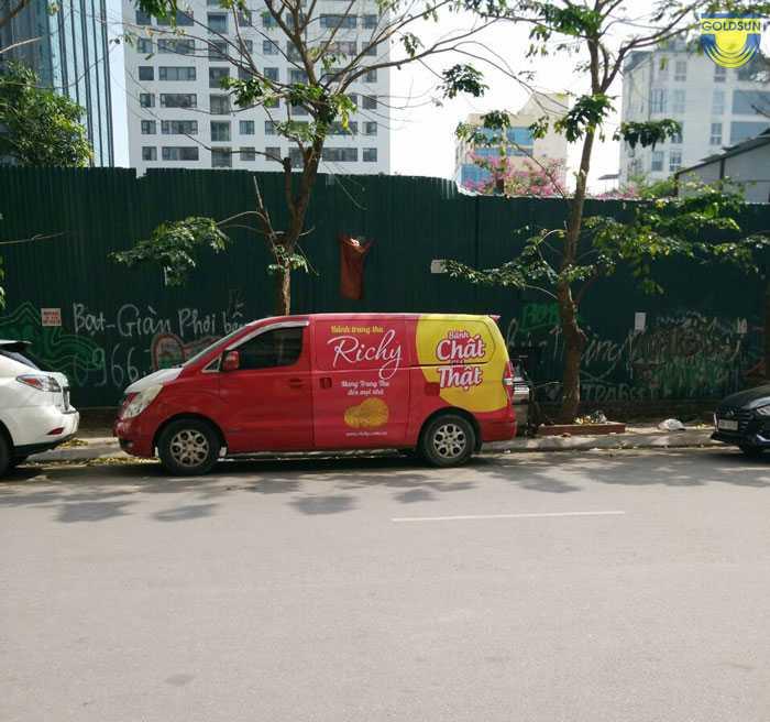 Quảng cáo taxi xuất hiện trên đường phố Hà Nội