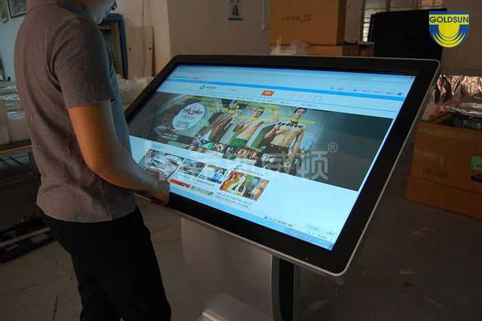 Biển quảng cáo digital OOH dạng màn hình cảm ứng