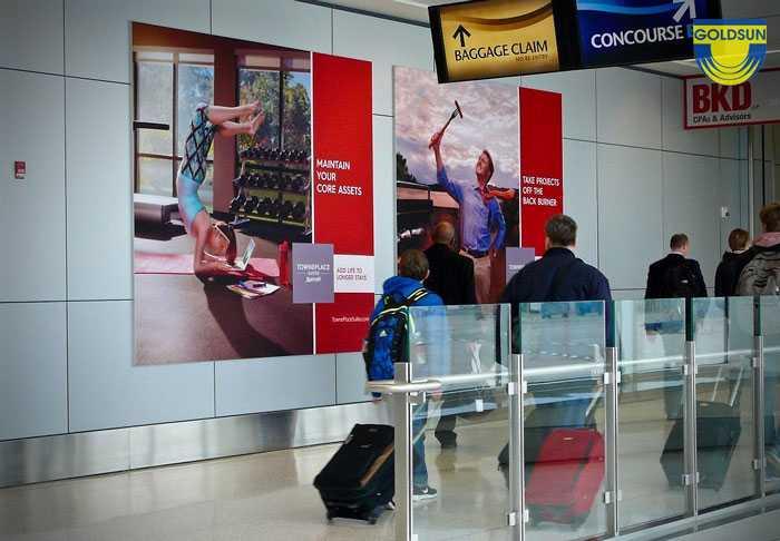 Khách hàng luôn bị thu hút bởi các mẫu quảng cáo lớn, ấn tượng tại sân bay