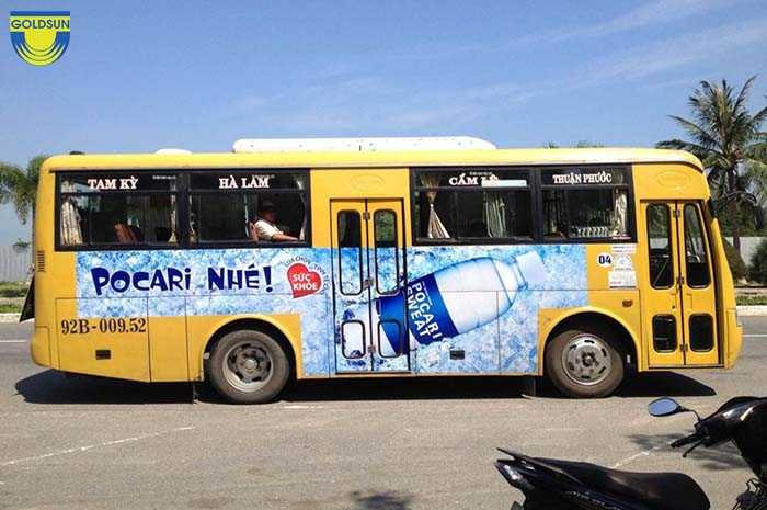 Quảng cáo trên xe bus khá phổ biến