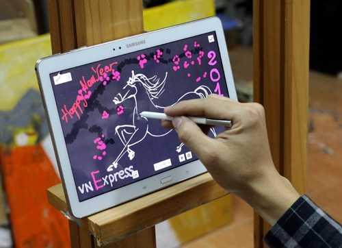 Tự vẽ thiệp chúc mừng năm mới từ máy tính bảng
