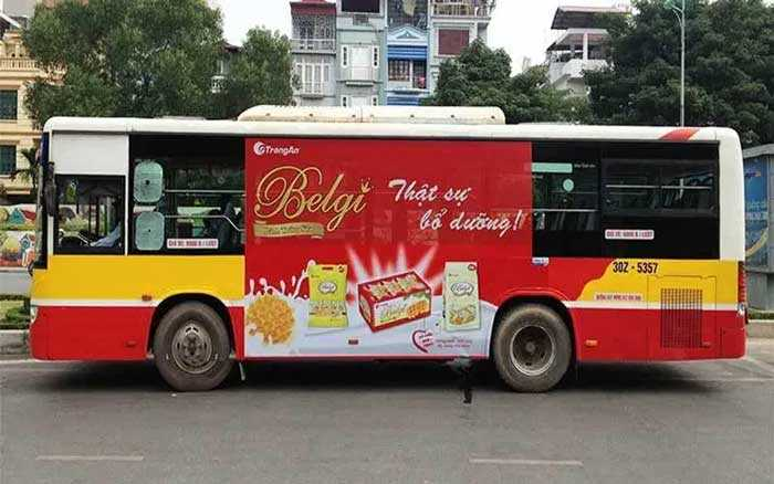 Quảng cáo trên xe buýt khó hút khách