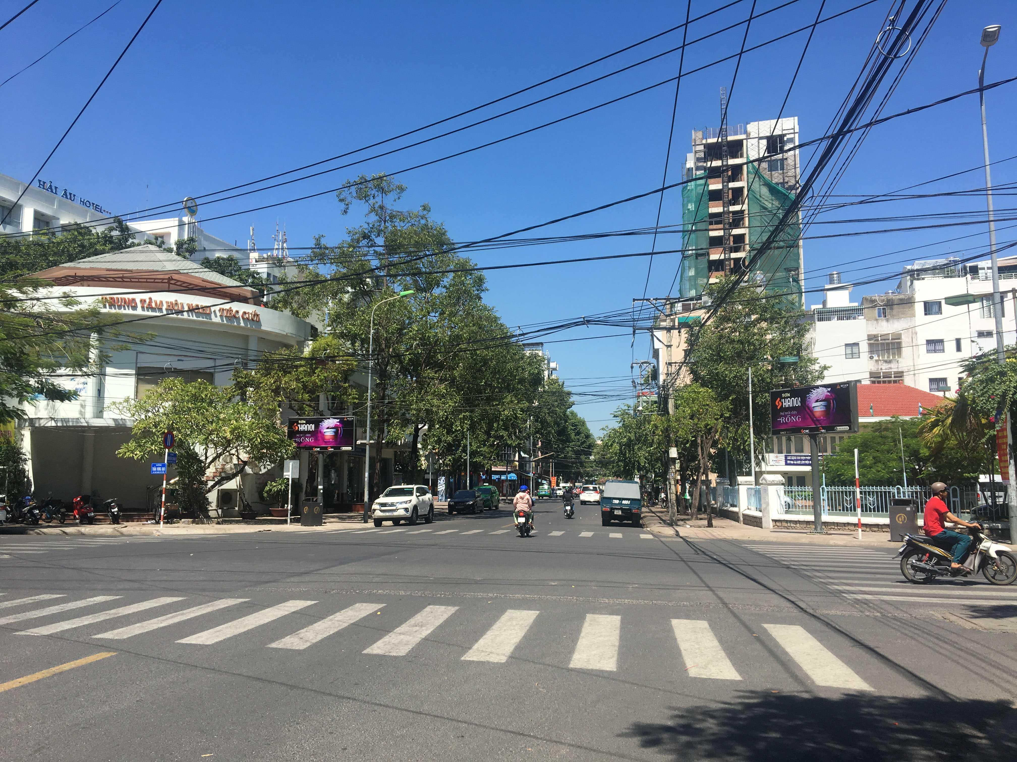 Quảng cáo hộp đèn vỉa hè đường Hoàng Hoa Thám - Nguyễn Chánh - Lý Tự Trọng