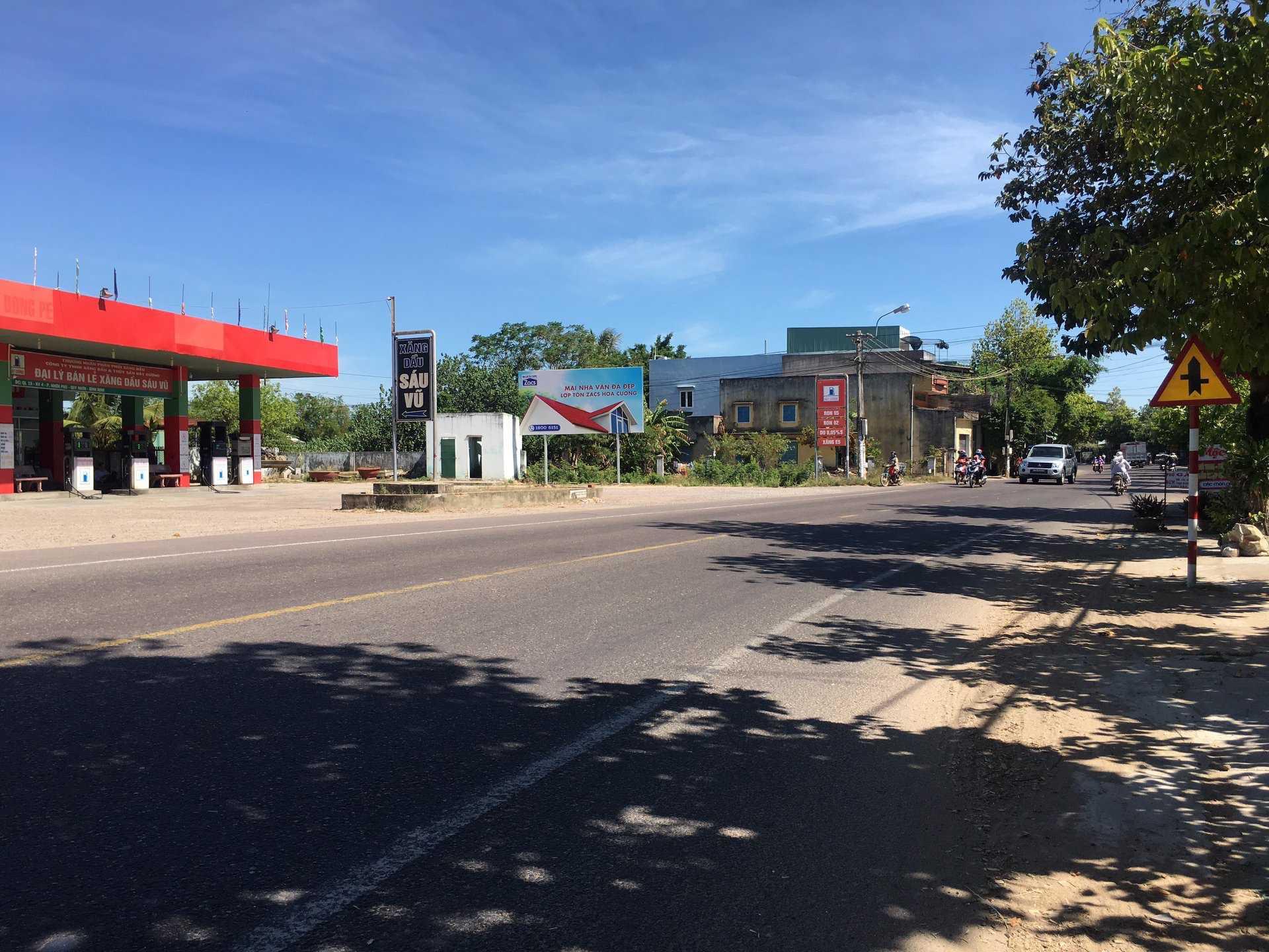 Quảng cáo CHXD Sáu Vũ, phường Nhơn Phú, Tp. Quy Nhơn, Bình Định - 1 biển trụ nhỏ