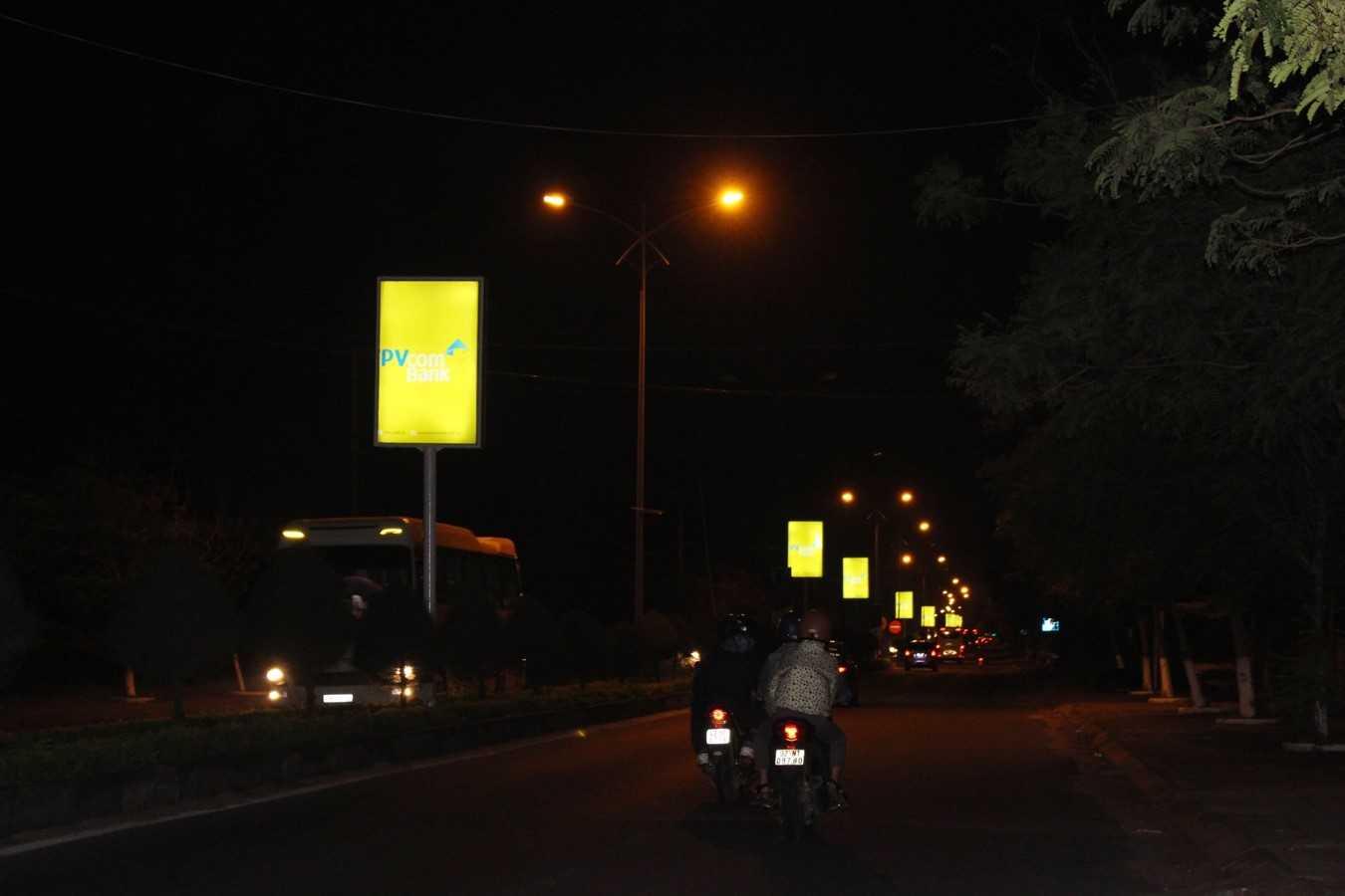 Quảng cáo Hộp đèn giải phân cách Hội An - Quảng Nam  - VT1 đến VT100