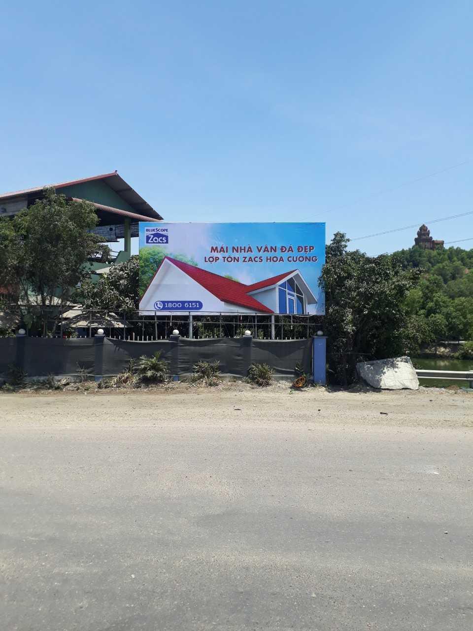 Quảng cáo Vòng xoay ngã sáu cầu Bà Di, phường Bình Định, thị xã An Nhơn, Bình Định
