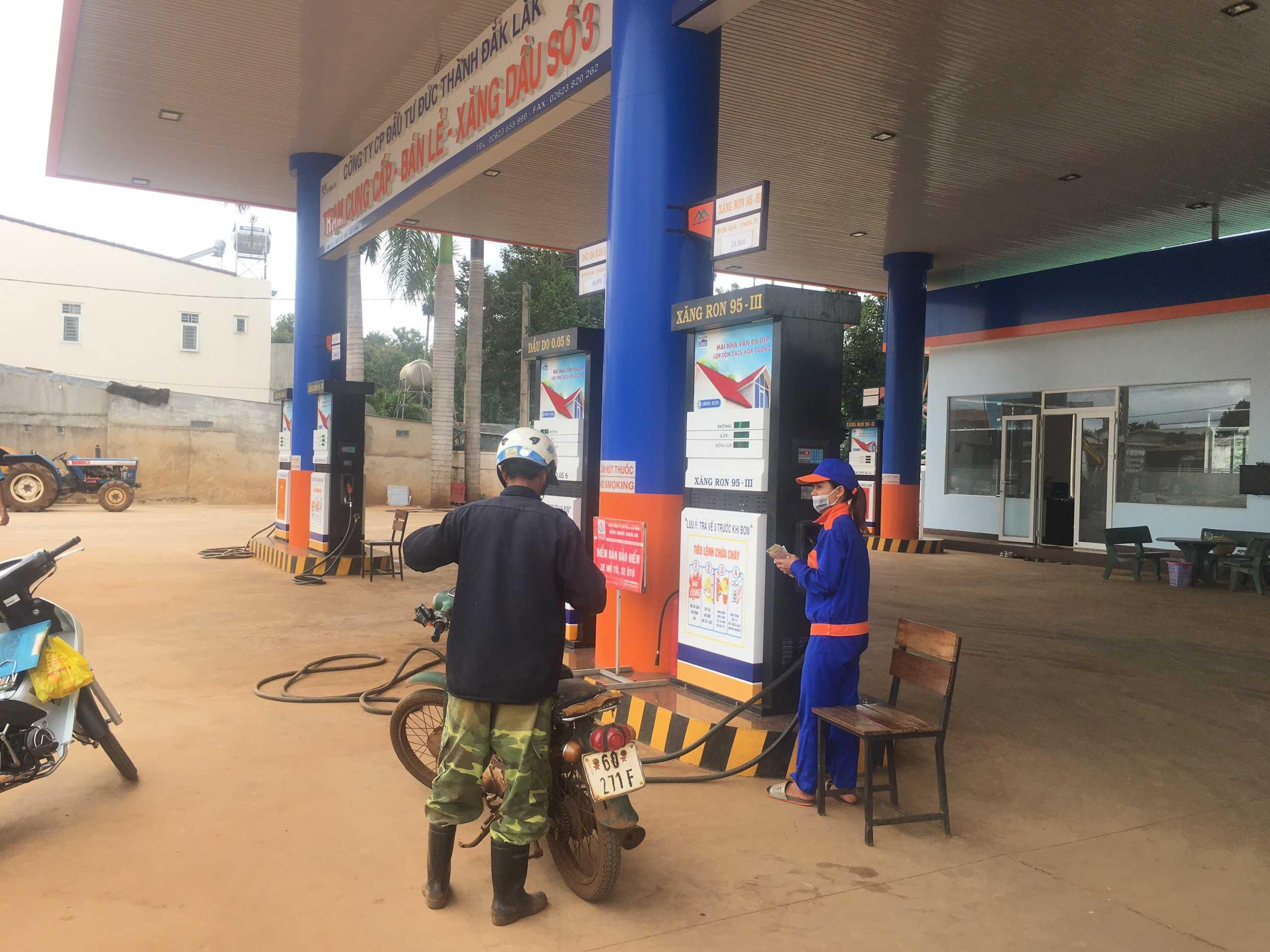 Quảng cáo CHXD Đức Thành, km 12, xã Ea Tu, Tp. Buôn Ma Thuột, Đắk Lắk - 10 trụ bơm xăng