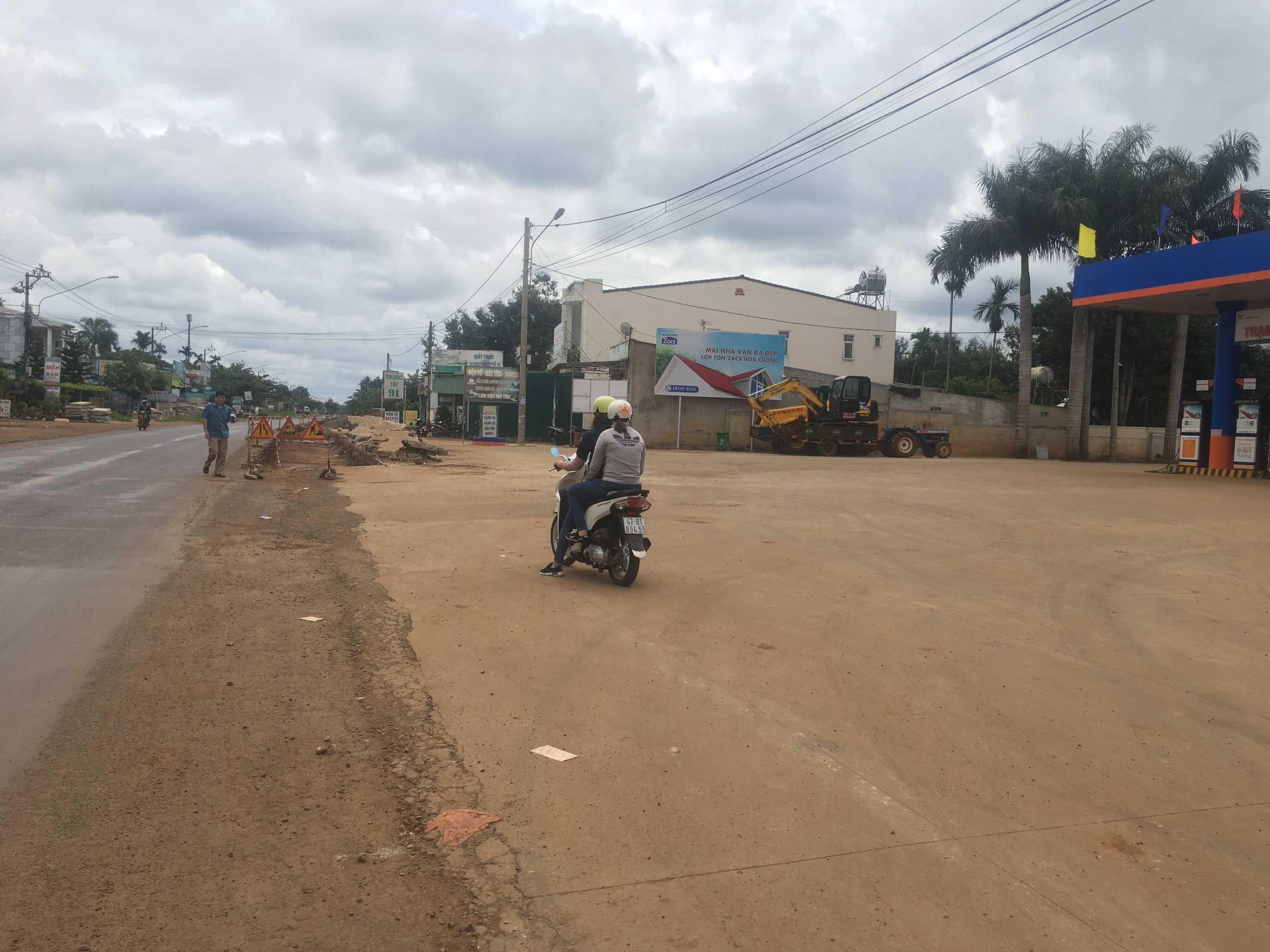 Quảng cáo CHXD Đức Thành, km 12, xã Ea Tu, Tp. Buôn Ma Thuột, Đắk Lắk - vị trí 1 biển trụ nhỏ cạnh tường rào