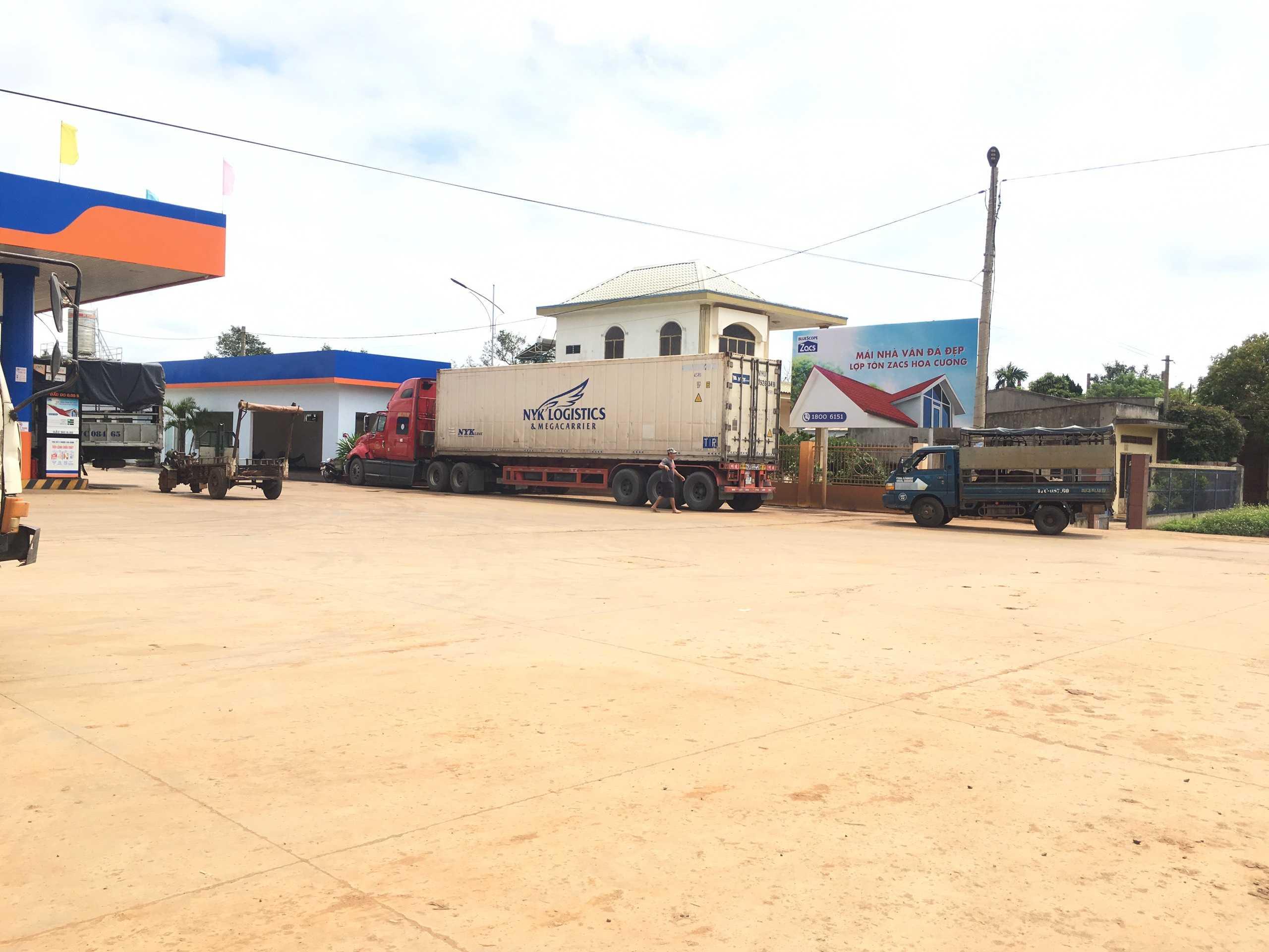 Quảng cáo CHXD Đức Thành, km 18, thị trấn Phước An, huyện Krông Pắc, Đắk Lắk - vị trí 1 biển trụ nhỏ cạnh tường rào