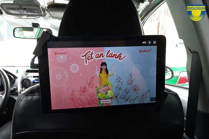Hình thức quảng cáo tvc trong xe taxi