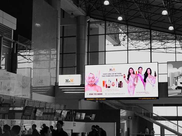Quảng cáo Màn hình LED Digital OOH trong sân bay