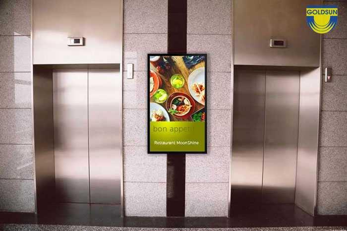 Màn hình quảng cáo ở sảnh chờ thang máy