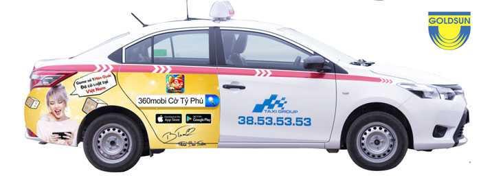 Hình ảnh quảng cáo trên xe Taxi Group tại vị trí dán tràn quảng cáo từ cửa sau đến hết đuôi xe