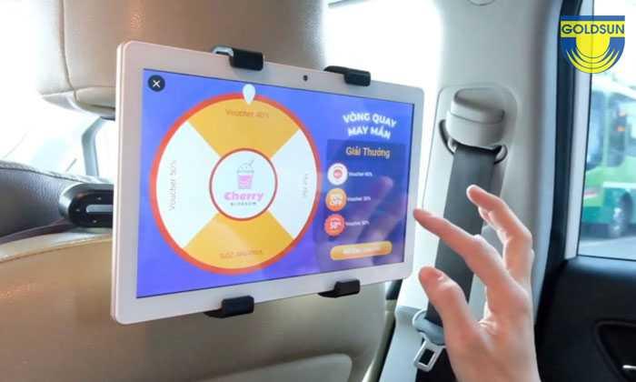 Quảng cáo trên màn hình led trong xe taxi