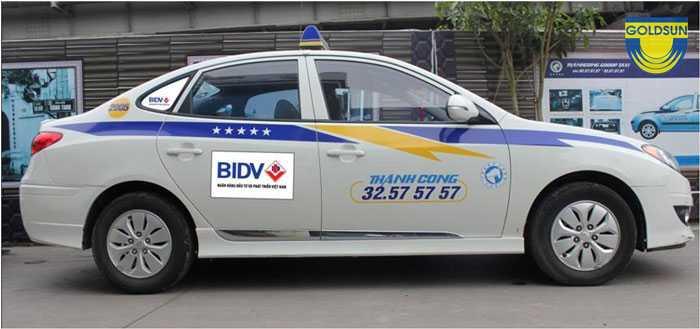 Quảng cáo trên xe taxi tại Hà Nội - 5 thông tin quan trọng bạn cần biết