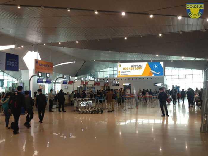 Hộp đèn tại quầy check-in sân bay quốc tế Vinh