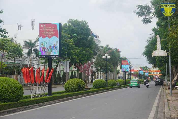 Hình ảnh hộp đèn LED trên dải phân cách đường Nguyễn Du- TP.Nam Định