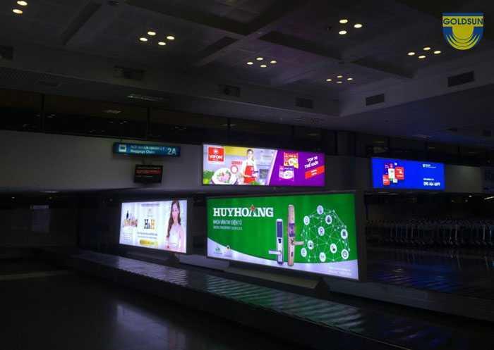 Hộp đèn trên băng chuyền 5 sân bay Nội Bài