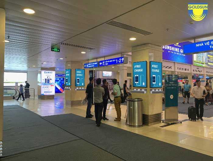 Quảng cáo sạc pin điện thoại tại sân bay