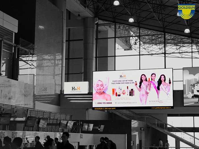 Biển quảng cáo kỹ thuật số tại sân bay của nhãn hàng Vitto và Tập đoàn Hoàn Mỹ