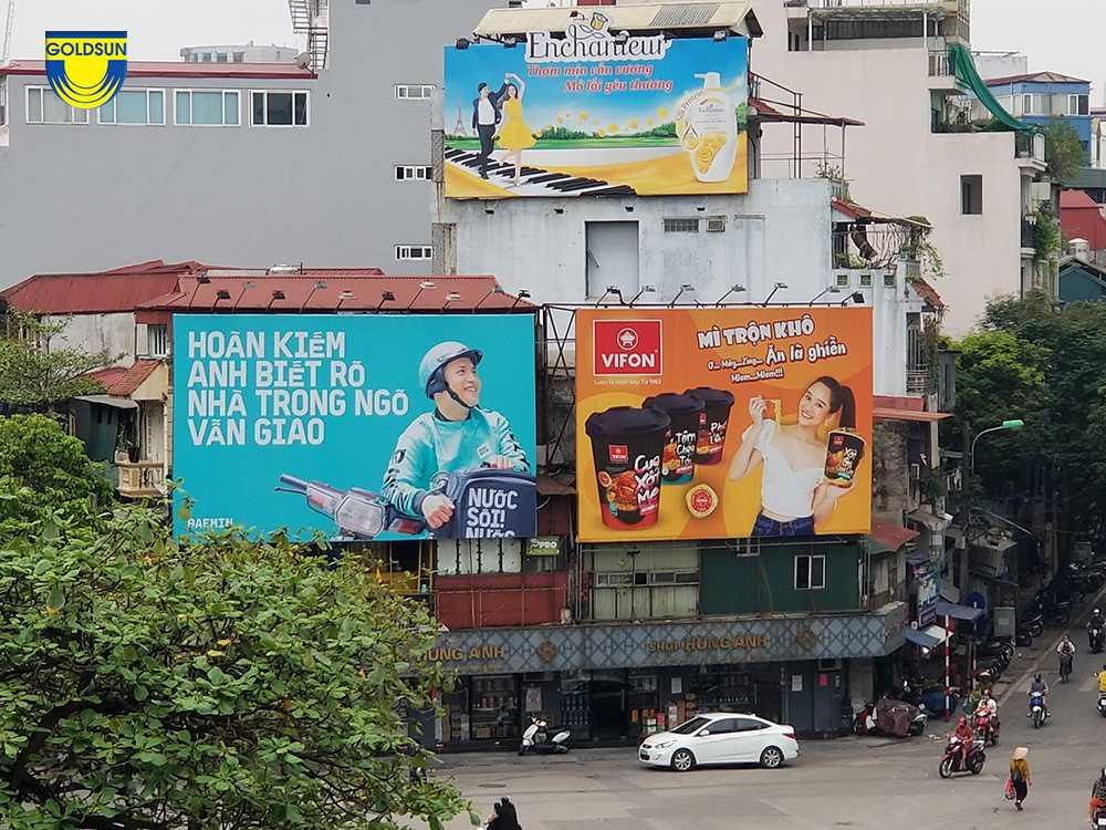 biển quảng cáo ở hông nhà