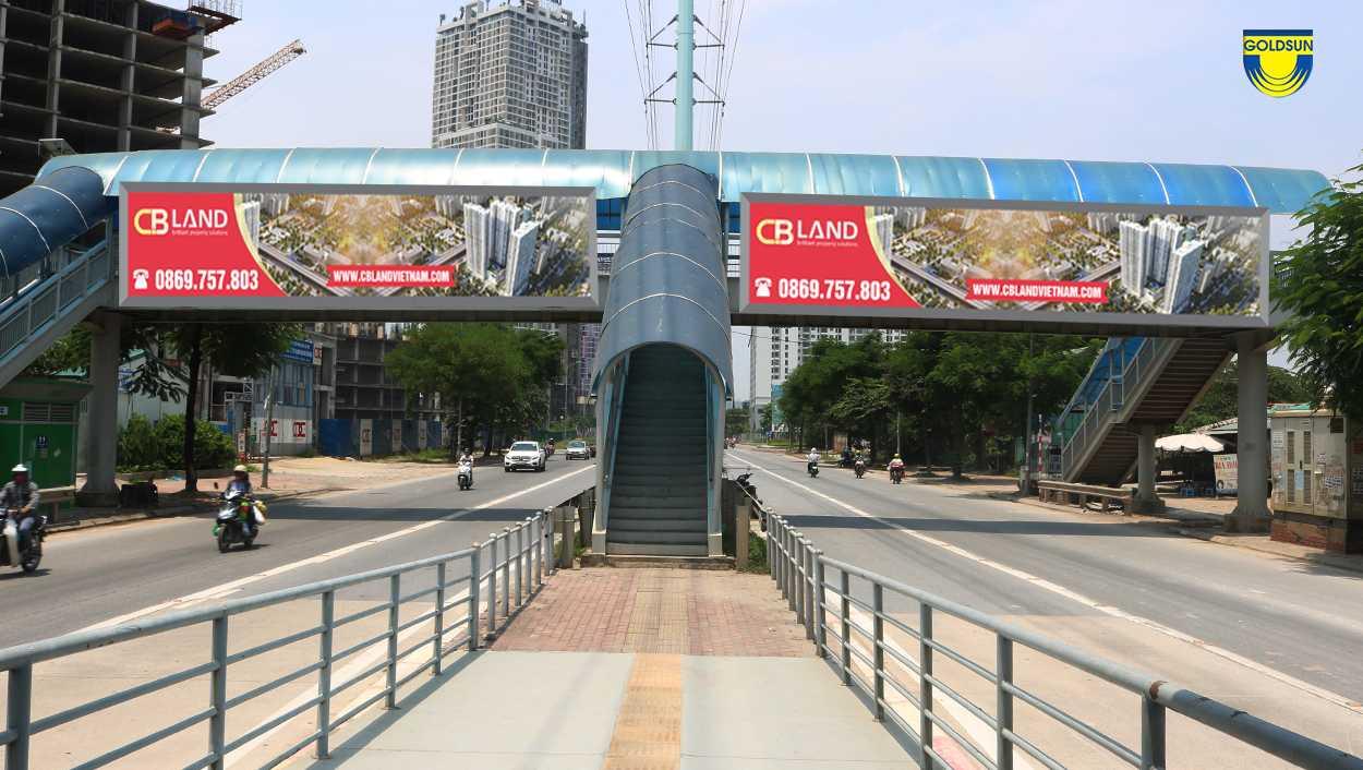 quảng cáo trên cầu vượt