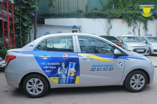 quang cao tren xe taxi de chay chien dịch marketing
