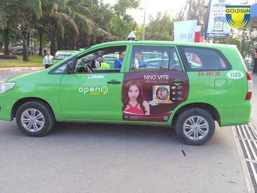 Quảng cáo trên 2 cánh cửa sau xe taxi