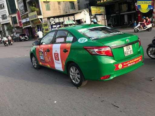 Quảng cáo trên 4 cánh cửa của xe taxi